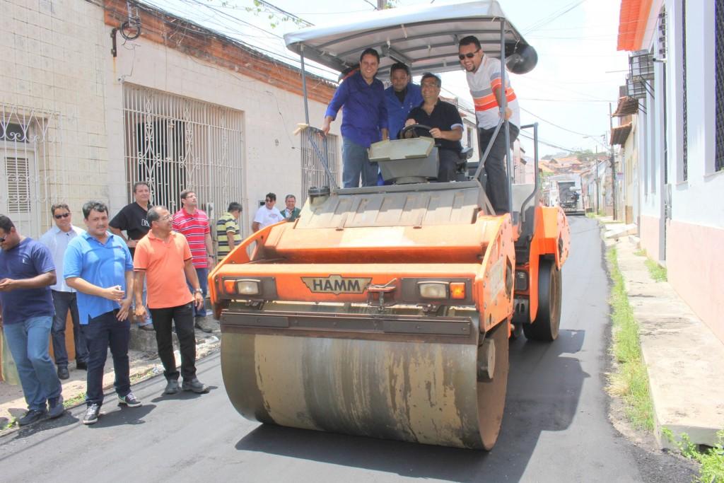 Flávio Dino e Edvaldo Holanda acompanharam o início dos serviços no Centro
