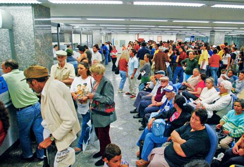 Filas imensas são frequentes nos bancos do Maranhão