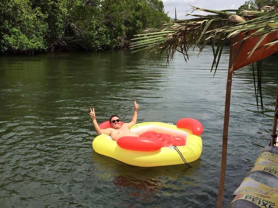 Foto postada, no Facebook, recentemente pelo senador no Rio Balsas