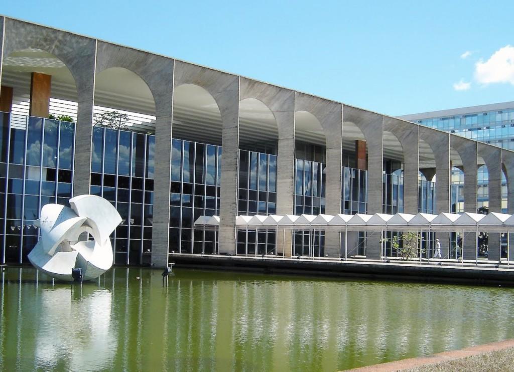 Palácio do Itamaraty, em Brasília, não disponibiliza nem água aos visitantes