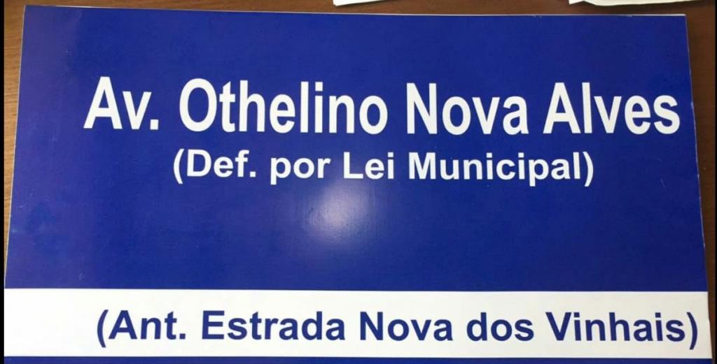 """A """"Avenida Othelino Nova Alves"""" foi reconhecida e identificada pela Prefeitura, no Recanto dos Vinhais, após 35 anos"""