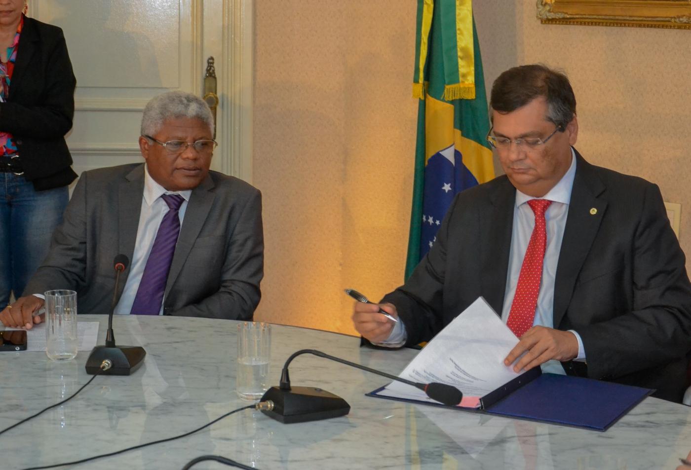 Governador Flávio Dino sanciona lei que destina vagas para negros em concursos públicos no Maranhão