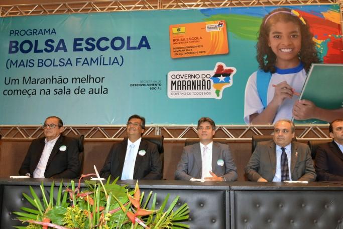 Programa Bolsa-Escola foi lançado pelo governador Flávio Dino
