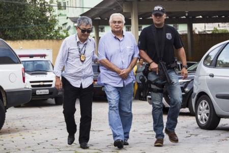 Em matéria do último final de semana, a Folha de S. Paulo informou que Corrêa disse ter informações que podem comprometer cerca de cem políticos
