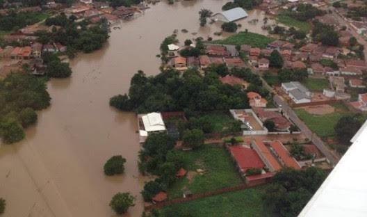 Chuvas fortes fizeram o Rio Balsas transbordar provocando enchentes e fazendo desabrigados