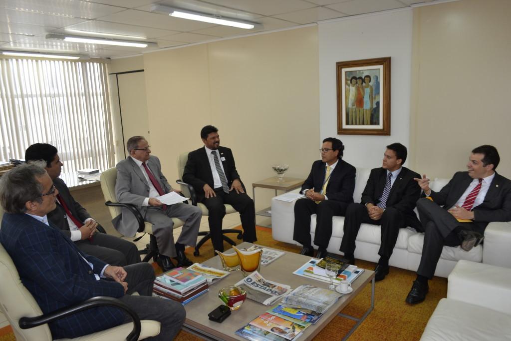 O presidente do TCE, Jorge Pavão, em reunião com secretários de Estado, membros da CGU e do próprio tribunal