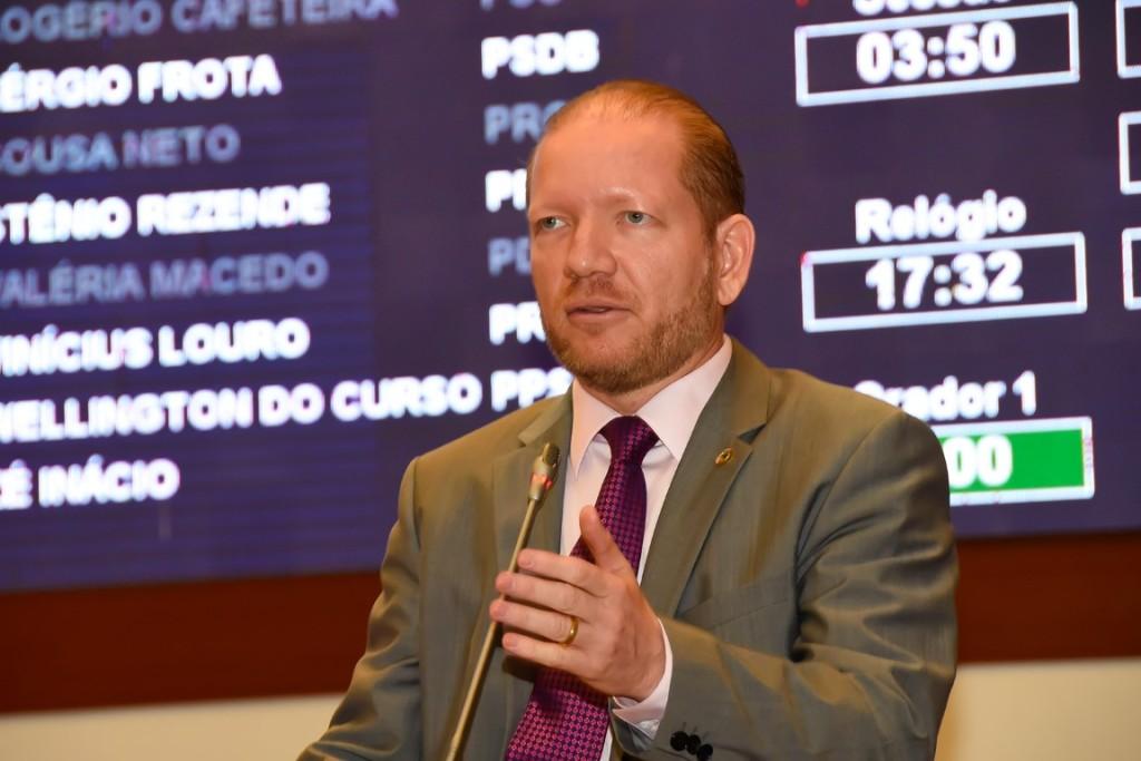 Foto-legenda - No discurso, o deputado frisou também a importância da parceria entre o governo do Estado e a Prefeitura de São Luís