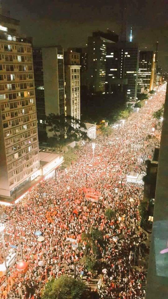 Milhares de pessoas foram à Paulista em apoio à Dilma e a Lula