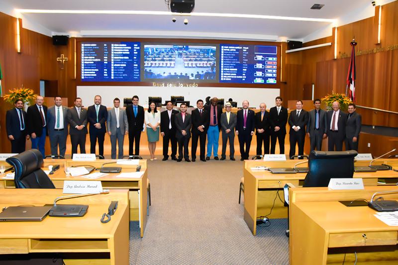 Os deputados também já definiram a composição das 12 comissões técnicas da Assembleia e começaram a escolher os seus presidentes