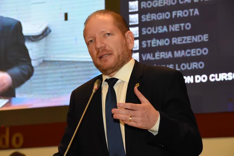 """Othelino Neto: """"Não se pode cassar governo por impopularidade, pois quem faz isso é o povo nas urnas"""""""