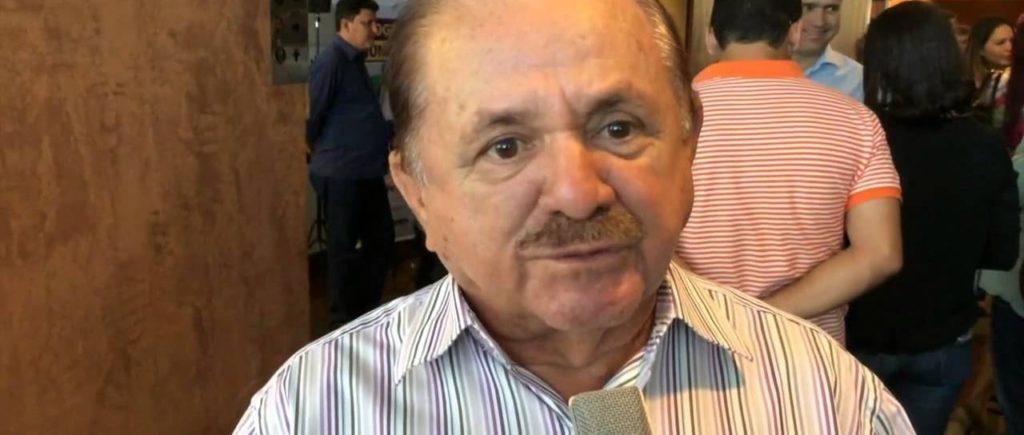 Prefeito de Viana é acusado de fazer propaganda pessoal com obras