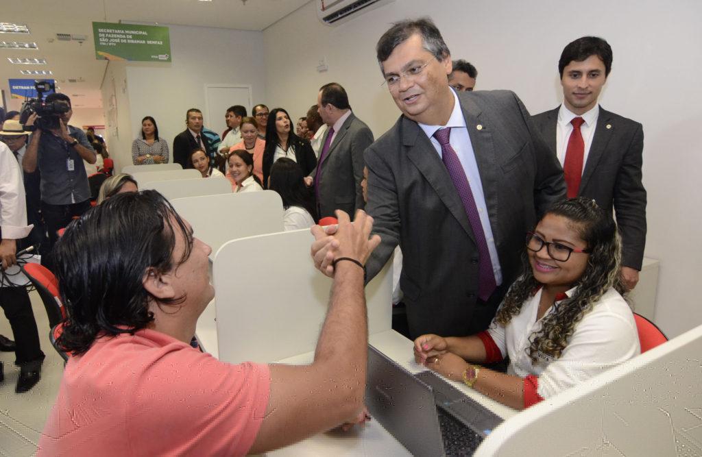 Governador Flávio Dino disse que governo vai ficar fora das eleições