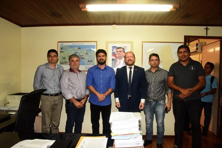 Deputado e comitiva de Vargem Grande estiveram reunidos com o presidente da Caema, Davi Telles, para tratar da questão da água