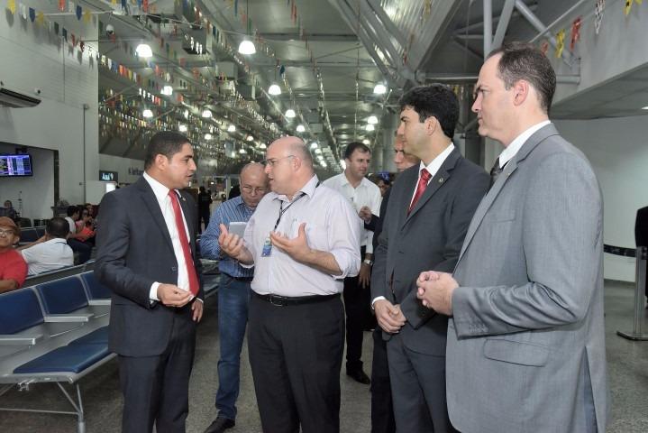Zé Inácio Rodrigues e deputados vistoriaram as instalações do aeroporto