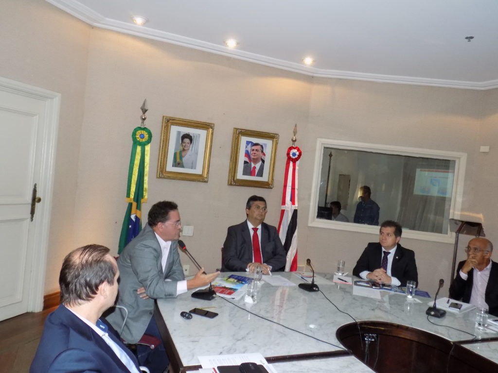 Roberto Rocha, ao lado do governador Flávio Dino, apresentou o projeto