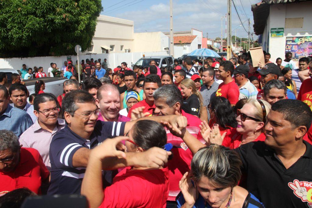 O governador Flávio Dino foi recebido com muita festa por uma multidão em Barra do Corda. Foto: Jardel Scot/Secap