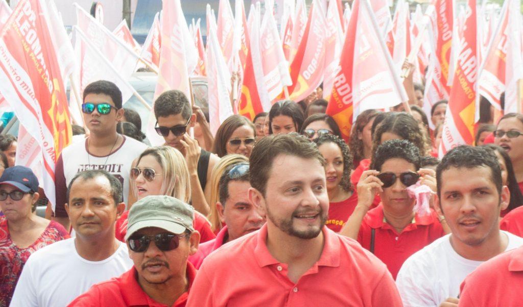 Leonardo Sá intensifica campanha em bairros de Pinheiro