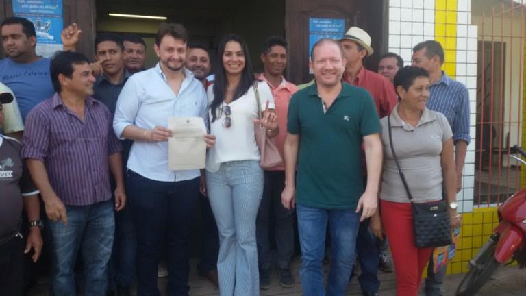 Leonardo Sá, Ana Paula, Othelino e candidatos a vereador registraram a chapa nesta segunda