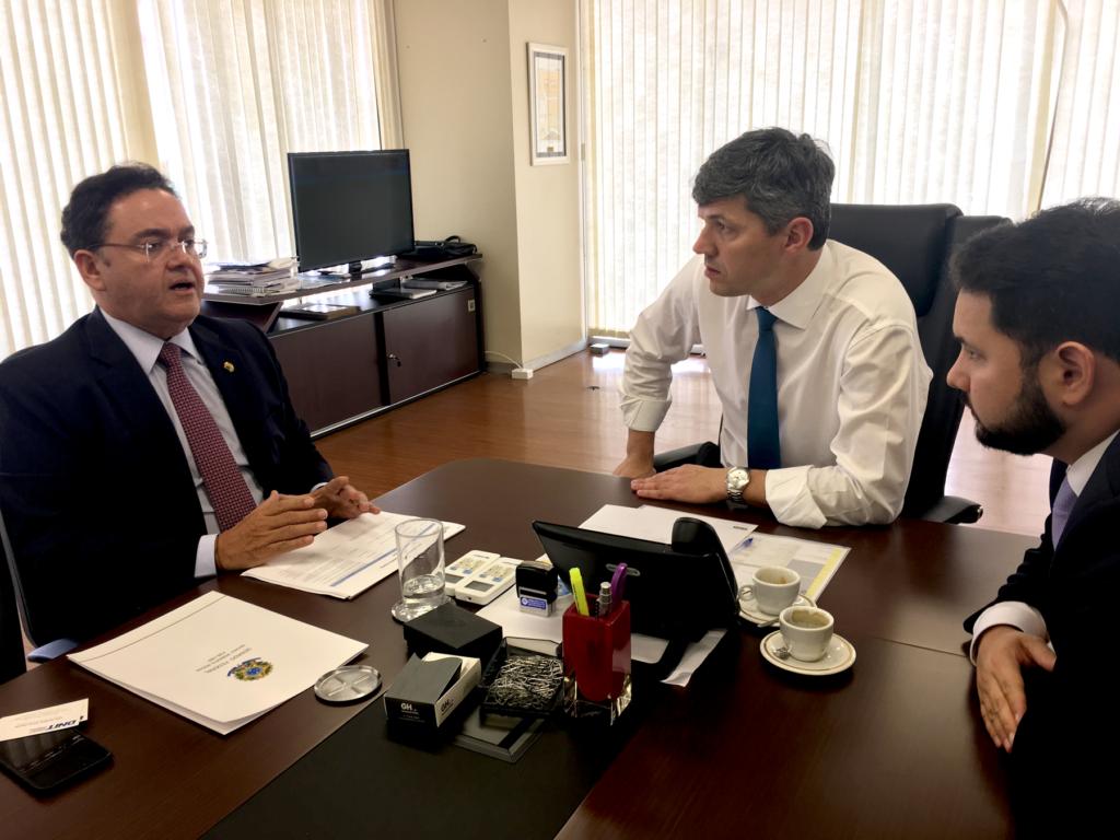Roberto Rocha se reúne com diretor do DNIT para tratar de obras viárias para o Maranhão