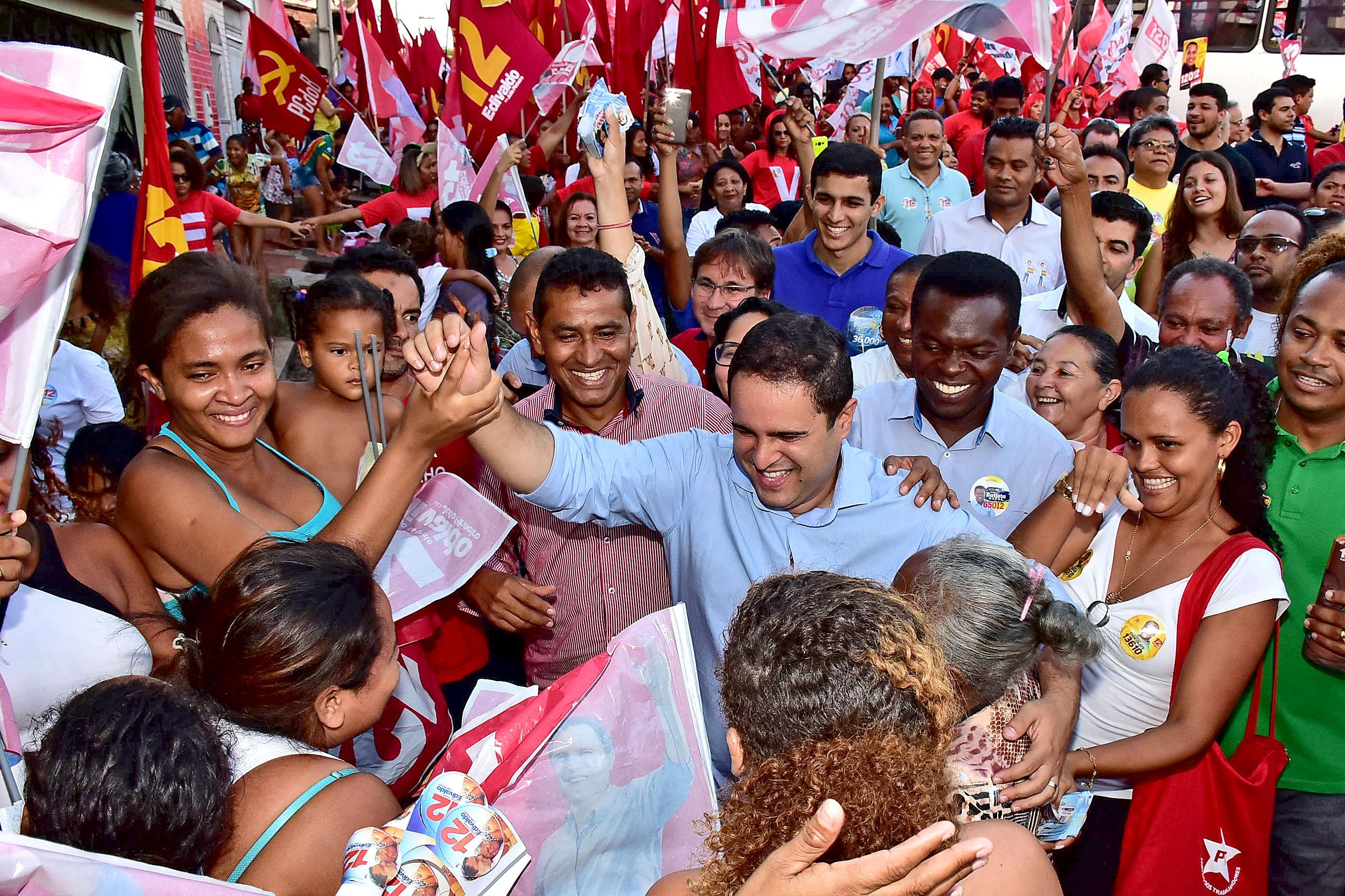 Na terça-feira, Edivaldo fez campanha no bairro do Barés