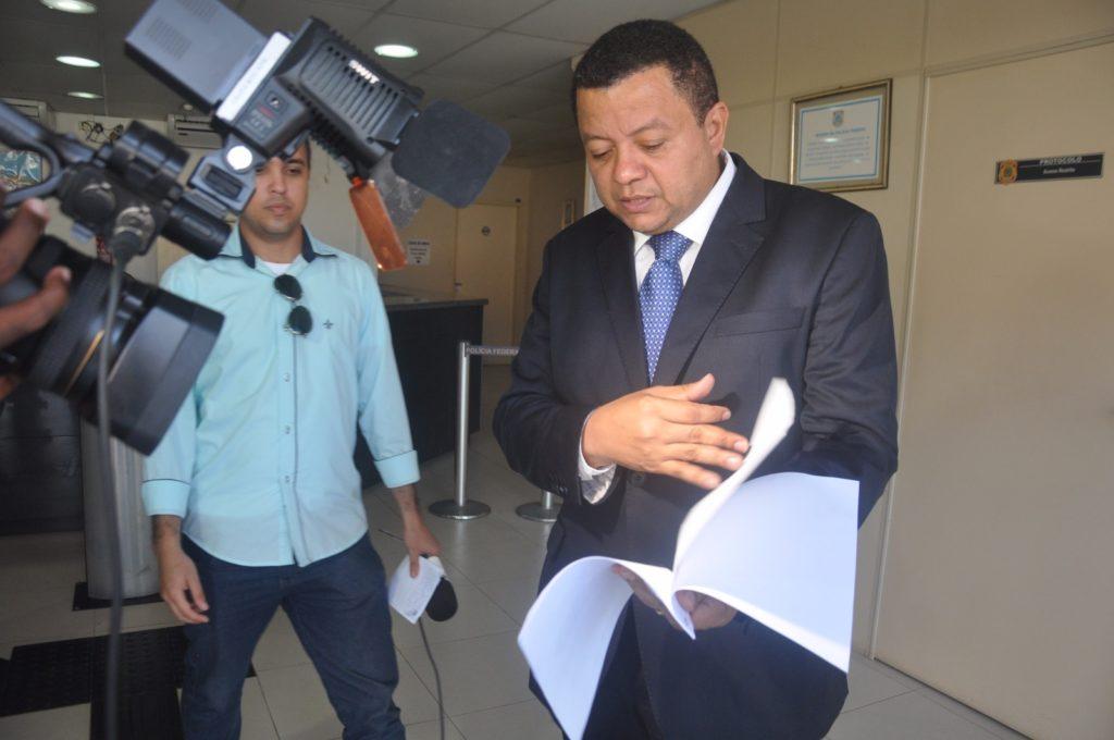Marlon Reis protocola pedido de investigação