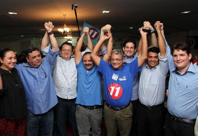 Na foto, Waldir Maranhão e Wellington do Curso fazem campanha pelo 11