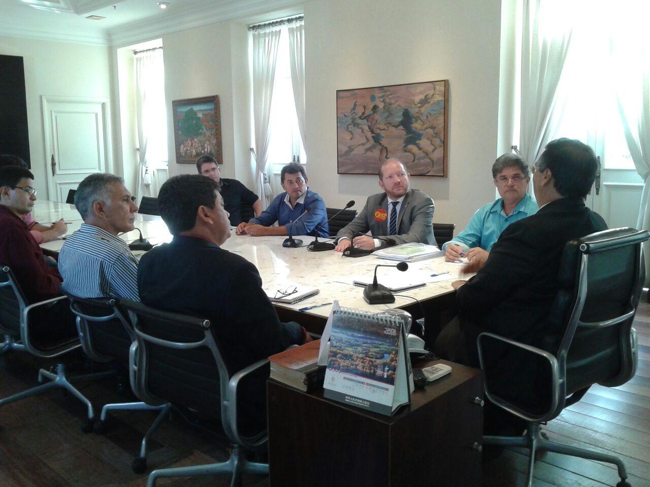 Foto-legenda - O encontro marcou o início do diálogo entre a próxima gestão e o governo do Estado