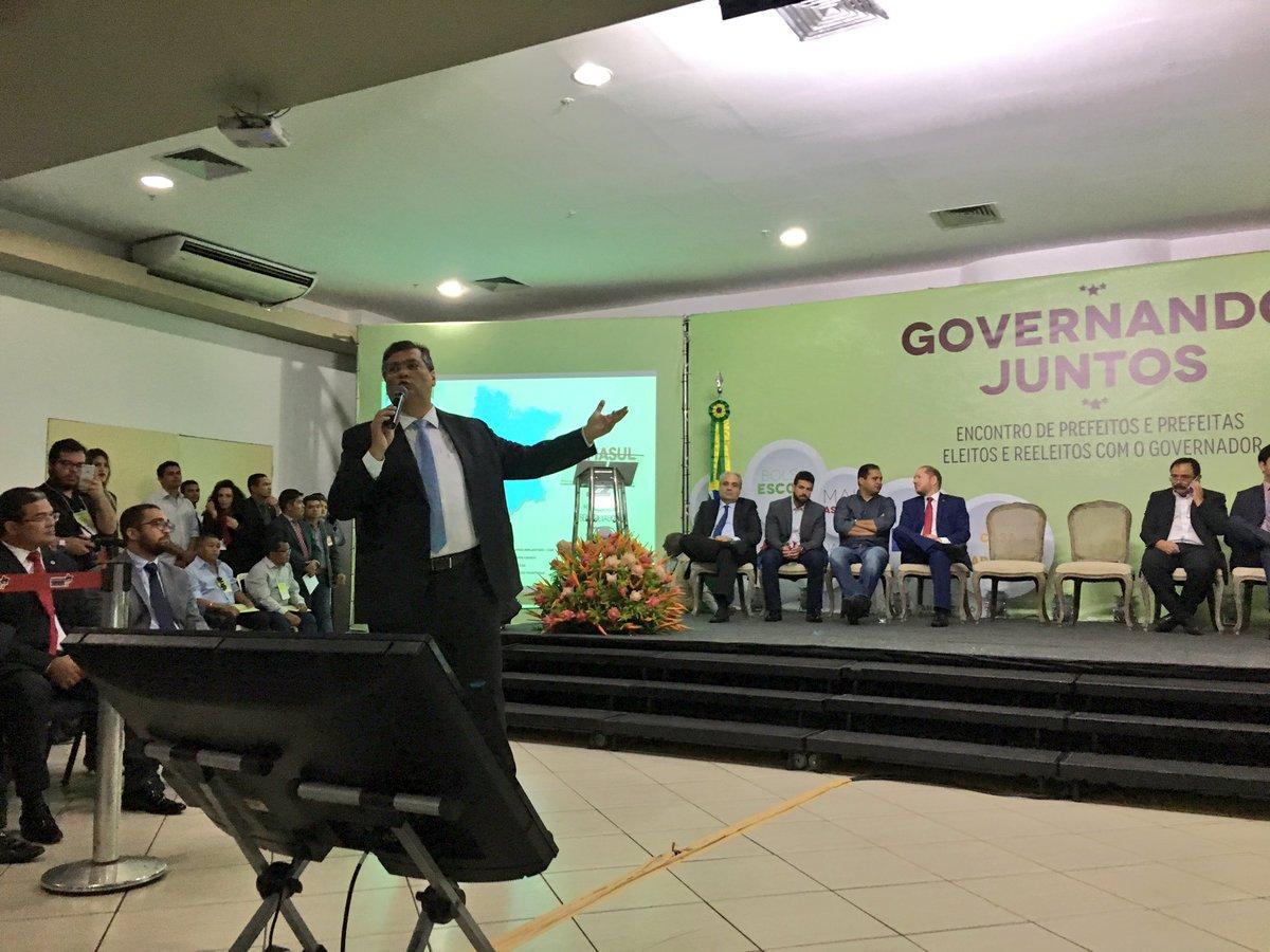 """Não há razões para deixarmos de trabalhar juntos, dentro do que for possível"""", disse Flávio Dino aos prefeitos"""